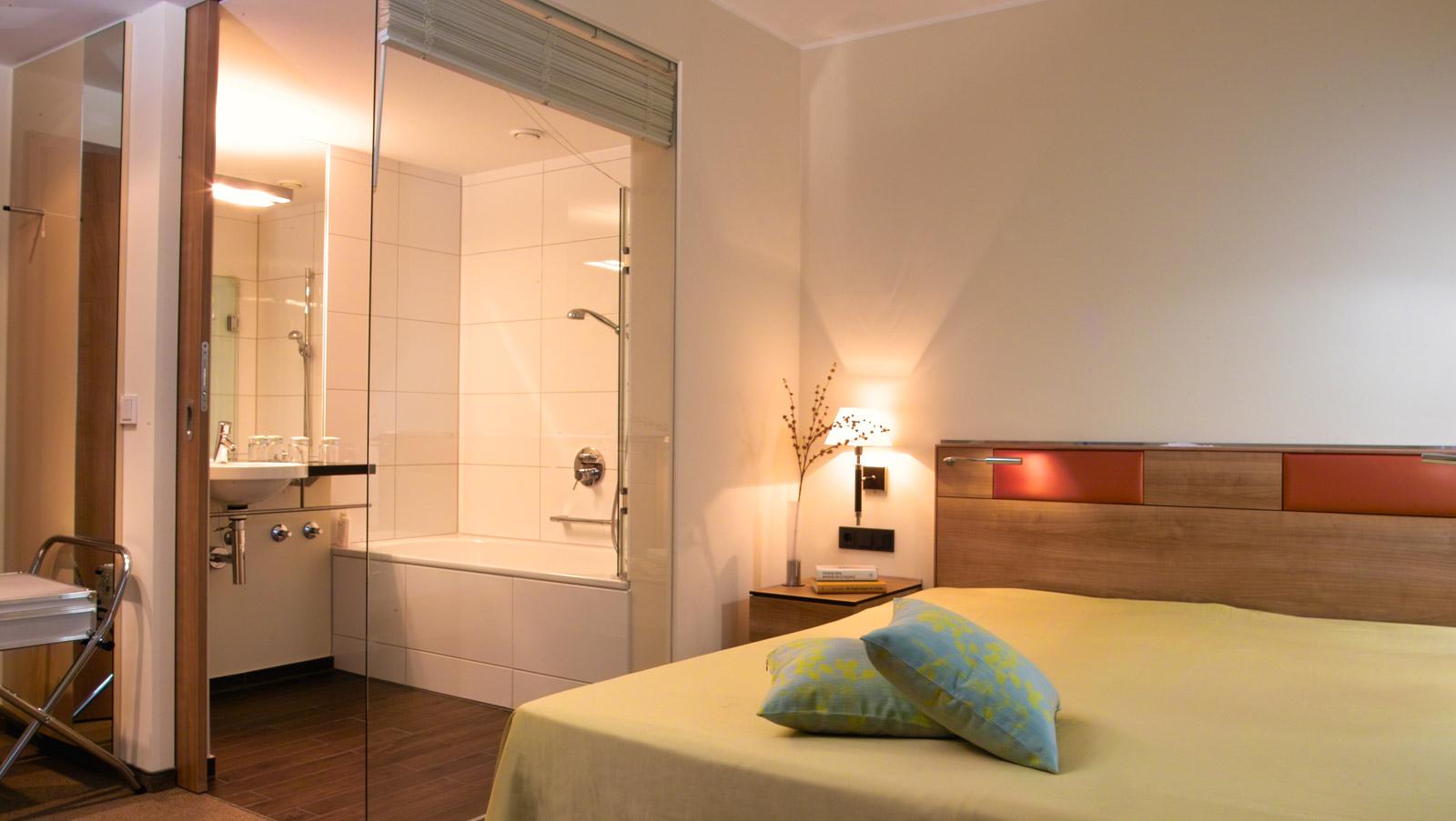 Gewaltig Innenarchitektur Nürnberg Galerie Von Hotelzimmer Mit Doppelbett Und Einsehbares Bad
